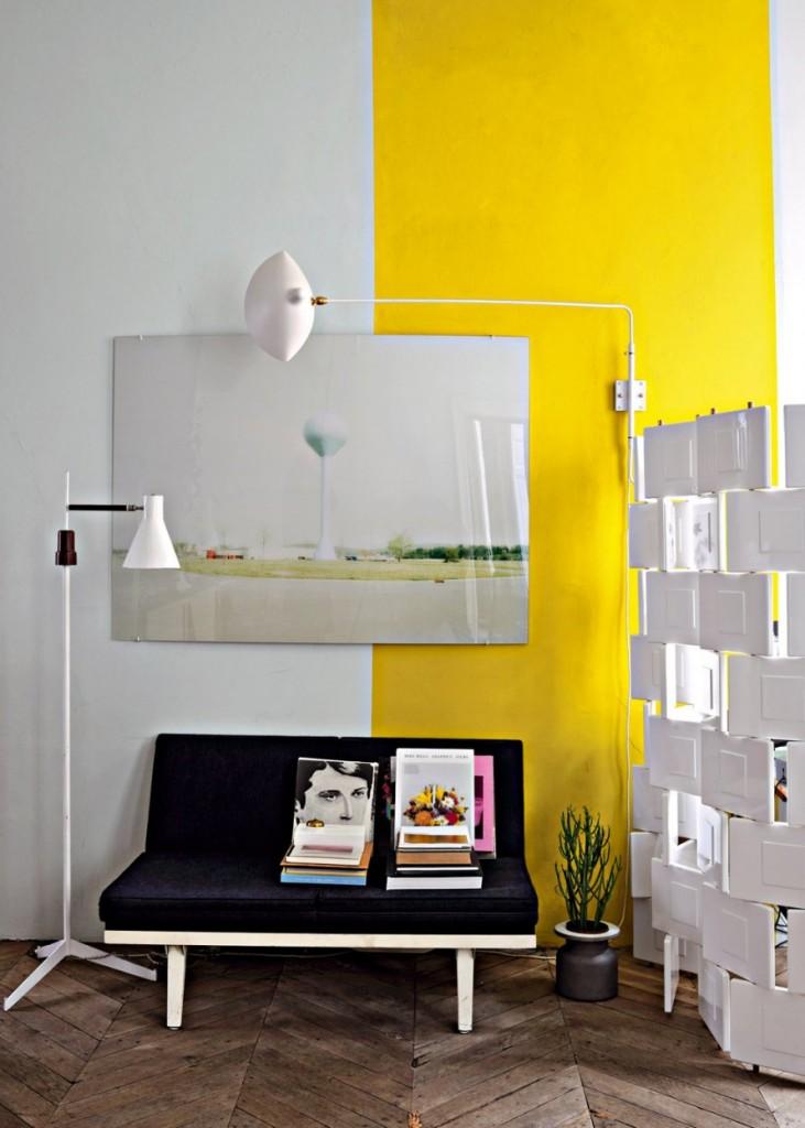 coin_lecture_separe_par_un_paravent_avec_murs_jaune_et_blanc-jean-christophe-aumas
