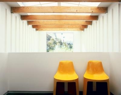 chaises-jaune-design-plastique