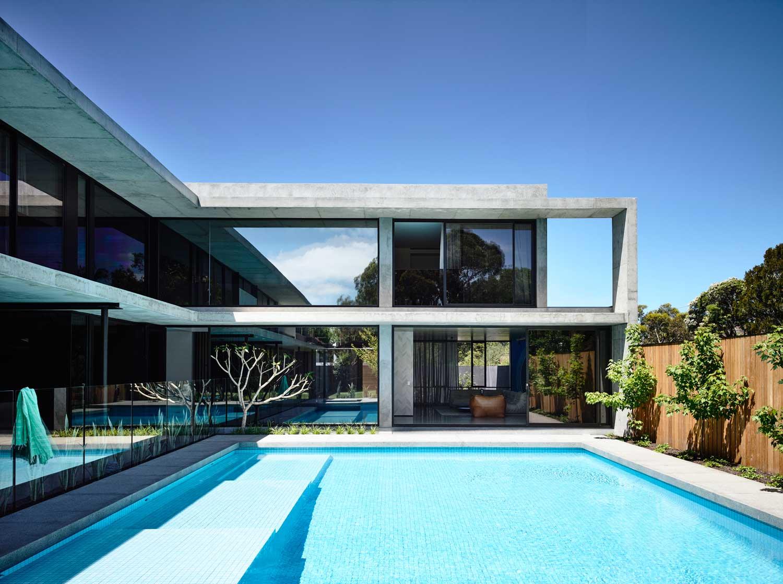 La maison wolseley melbourne par mckimm banque piscine dans le luxe maison avec