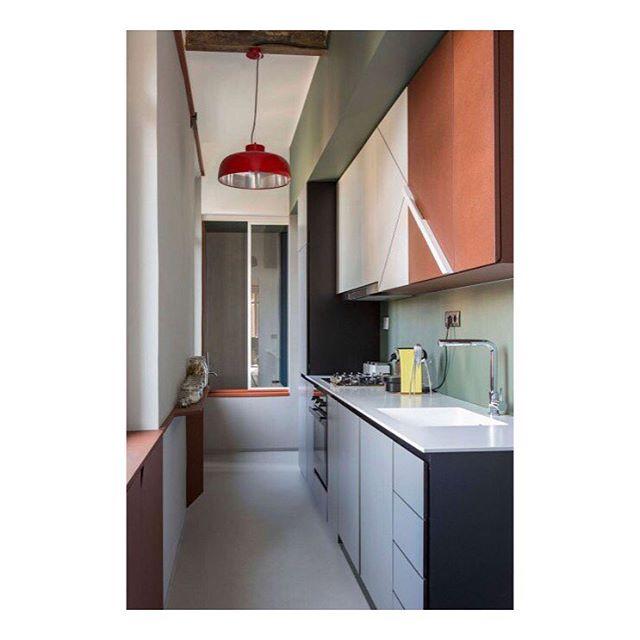 Trs beau mlange de couleurs dans cette cuisine imagine parhellip
