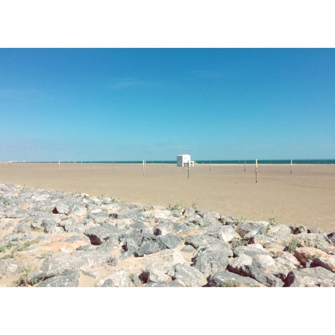 A L O N E sea peacefull