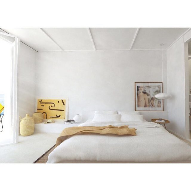 Une chambre parfaite inspiration hotelrochesrouges paisible moderniste georgenelson isamunoguchi cotedazur